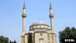 Турецкая мечеть на Аллеи Шехидов в Баку. Сейчас она на ремонте