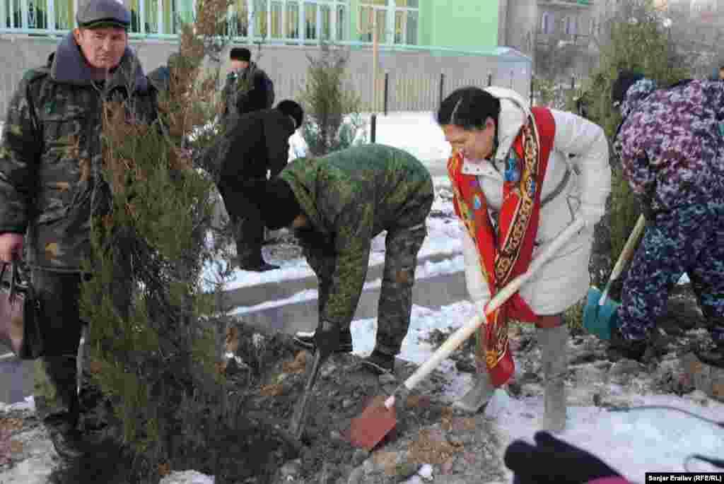 В скором времени под каждым деревом будут установлены именные таблички кыргызстанских средств массовой информации.