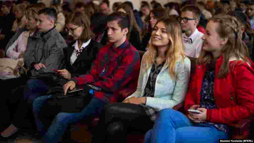 На урочистому заході були присутні студенти, викладачі й випускники, громадські активісти, які сприяли відродженню кримського університету на материковій частині України