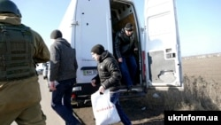 Обмен пленными на востоке Украины (архивное фото)