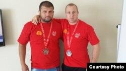 Дејан Богданов и Бобан Данов, македонски репрезентативци во борење.