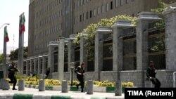 Поліція біля будівлі парламенту Ірану під час нападу, Тегеран, 8 червня 2017 року