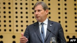 Slovenia -- EU Enlargement Commissioner Johannes Hahn addresses a press conference in Brdo near Kranj, April 23, 2015