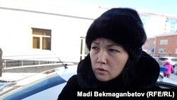 Акмарал Ахметова, дочь совершившей самоподжог Майры Рысмановой. Астана, 7 декабря 2016 года.