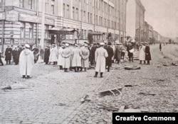 Высшие чины полиции на месте убийства министра фон Плеве. Петербург, 28 июля 1904 года.