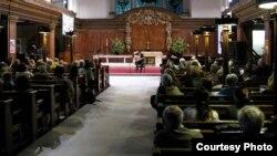 نشاط لعازف العود العراقي أحمد مختار في كنيسة بلندن
