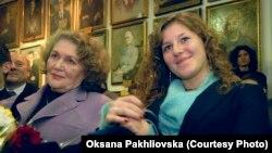 Ліна Костенко та її онука Ярослава Барб'єрі, фото з родинного архіву