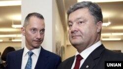 Медиамагнат Борис Ложкин (сол жақта) мен Украина президенті Петр Порошенко.