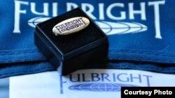 Fulbright Scholarship бағдарламасының логотипі.