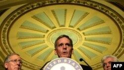Приняв план спасения финансовой системы США, сенаторы переложили проблемы кризиса на остальной мир, считают эксперты