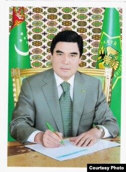 Türkmen prezidentiniň 2011-nji ýyldaky portreti.