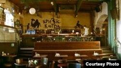 "Un bar popular printre străini la Moscova, ""Krizis Janra"""