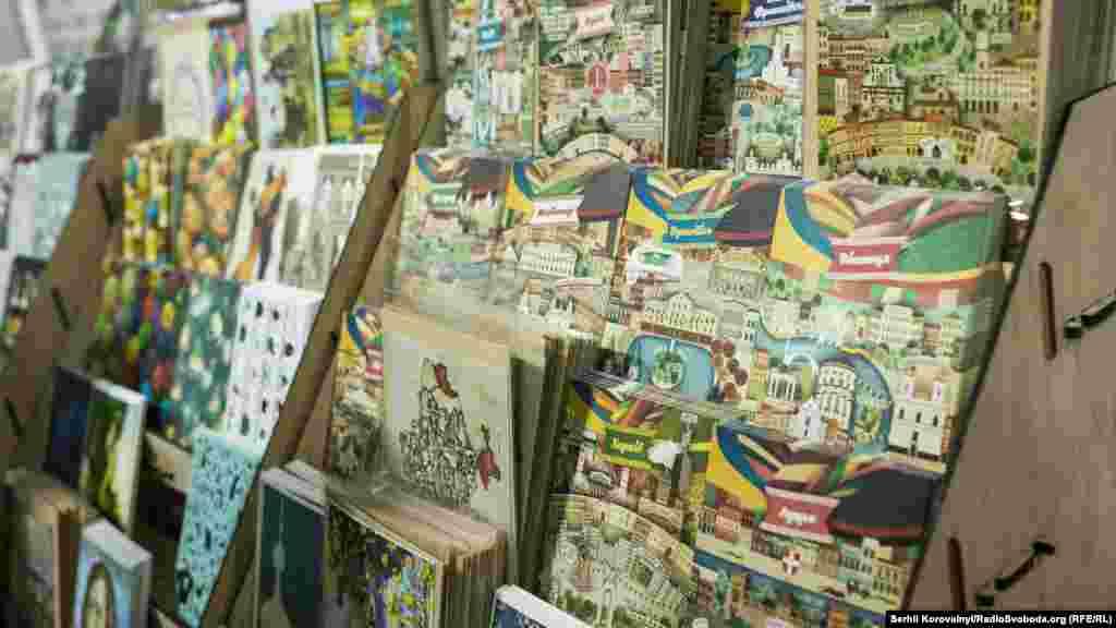 Дивовижі листівки із українськими містами: Львовом, Одесою, Вінницею тощо