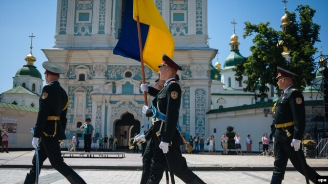 Ukrainian honor guards rehearse for the June 7 presidential inauguration in Kyiv.