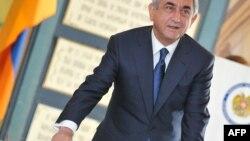 Ерменскиот претседател Серж Саркисиан на гласањето
