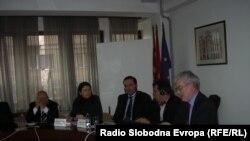 Претставникот на ЕУ Роберт Лидл и локалните власти во Куманово