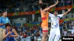 Рио Олимп оюндарынын коло байгеси үчүн күрөштө индиялык Малик Сакши Айсулууну жеңип, сүйүнүп жаткан чагы. 17-август, 2016-жыл.