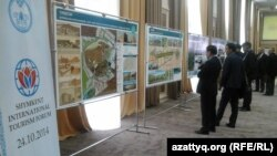 Шымкенттегі халықаралық туристік форумға қатысушылар. Шымкент, 24 қазан 2014 жыл.