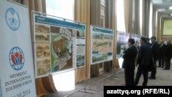 В кулуарах туристического форума в Шымкенте. 24 октября 2014 года.