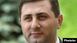 Թիվ 2 ընտրատարածքում մեծամասնական ընտրակարգով պատգամավորի թեկնածու Սամվել Ֆարմանյան