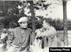 Іван Мележ і Іван Шамякін. 1958 г. (з архіву сям'і І. Мележа)