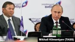 Russiýanyň prezidenti Wladimir Putin (sagda) we Sergeý Glazýew (arhiw suraty)