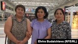 Айсулуу Чоткараева Малика Ноотиева менен аэропортто.