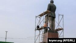 Иллюстративное фото – Крым, Симферополь, памятник Ленину