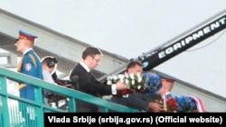 Aleksandar Vučić i Milorad Dodik spuštaju vence u Drinu