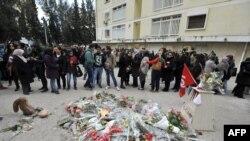 Tunizi - Protestuesit e mbledhur në vendin ku është vrarë opozitari Chokri Belaid më 6 shkurt (Ilustrim)