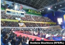 """В зале заседания съезда """"Жас Отанa"""". Астана, 16 ноября 2012 года."""