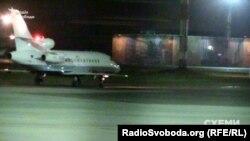 Літак, який з'явився на Флайтрадарі поблизу міста Анапа, приземлився у аеропорту «Київ»
