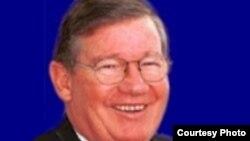 Бывший конгрессмен Дюк Каннингем признался в получении миллионных взяток от компаний, боровшихся за государственные контракты