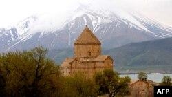 Akdamar kilsəsi Türkiyənin Van bölgəsində yerləşir.