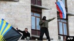 Донецктеги облустук администрацияны басып алгандар. 6-апрель, 2014-жыл.