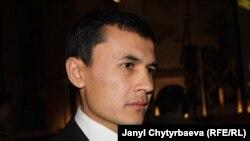 Награду из рук заместителя госсекретаря США Тони Блинкена получил сын правозащитника Шерзод Аскаров.