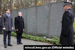 Міністр культури України Євген Нищук (ліворуч) зустрівся в рамках офіційного візиту з Віце-прем'єром і міністром культури та національної спадщини Польщі Пьотром Глінським, 22 жовтня 2017 року