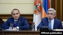 Президент Армении Серж Саргсян на заседании Совета РПА объявляет о назначении Овика Абрамяна премьер-министром, Ереван, 13 апреля 2014 г.