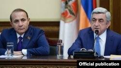 Серж Саргсян (справа) и Овик Абрамян