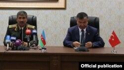 Ադրբեջանի և Թուրքիայի պաշտպանության նախարարներ Զաքիր Հասանովն ու Իսմեթ Յըլմազը, արխիվ