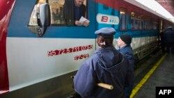 Pamje e trenit i cili ishte nisur nga Beogradi për në Kosovë
