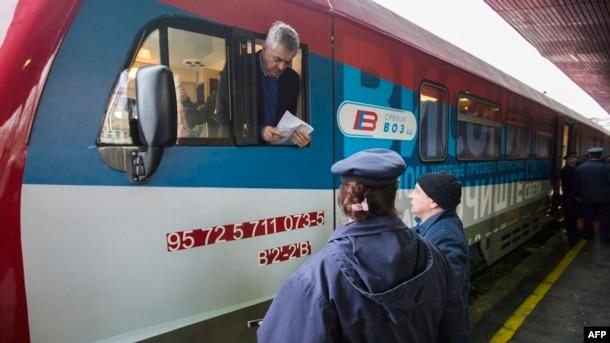 Treni që tentoi të hynte në Mitrovicën veriore, nga Beogradi.