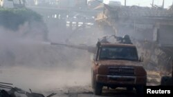 Сирияны азат ету армиясының сарбаздары атысып жатыр. Алеппо, 2 тамыз 2016 жыл.