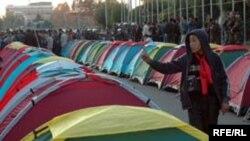 Палаточный городок на площади Ала-Тоо