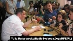 Георгій Гогуадзе пише рапорт про відставку, Дніпропетровськ, 21 травня 2014 року