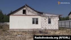 Недороблений будинок, який держава дала відселеним з Русанівських садів дачникам