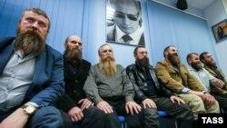 Герман Стерлигов (в центре) на встрече с крестьянами, собирающимися баллотироваться в депутаты. Октябрь 2015 года