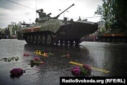Техніка бойовиків на параді