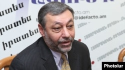 Armenia - Alexander Arzumanian, a leader of the opposition Free Democrats party, at a news conference in Yerevan, 2Feb2012.