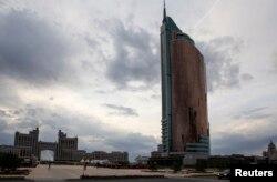 """Вид на административные здания в Астане, в том числе на офис нефтегазовой компании """"КазМунайГаз"""". Иллюстративное фото."""